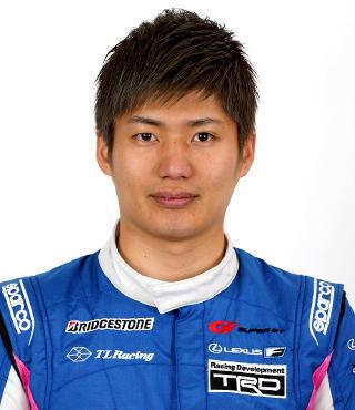 レーシングドライバーの大嶋和也.png