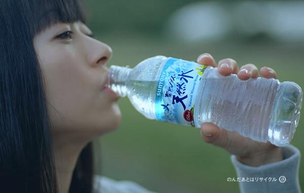 【動画】宇多田ヒカルが6年ぶりにCM出演!サントリー天然水CM『水の山行ってくるわ』篇.png