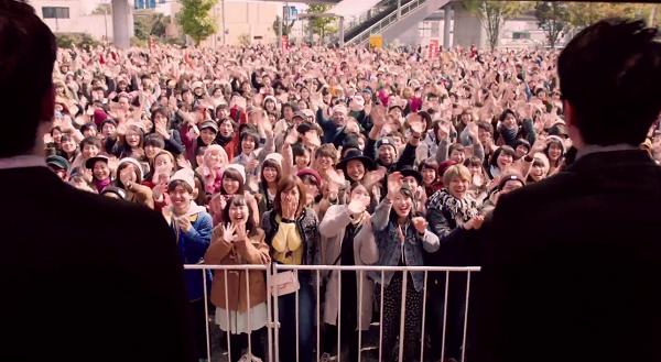 【動画】嵐・年賀はがきの最新CMは1,000人超のエキストラでまさにコンサート!.png