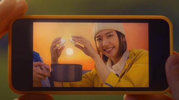 【動画】新垣結衣|チキンラーメンCM 「いつもよりおいしい。キャンプ 篇」トリック写真 .png