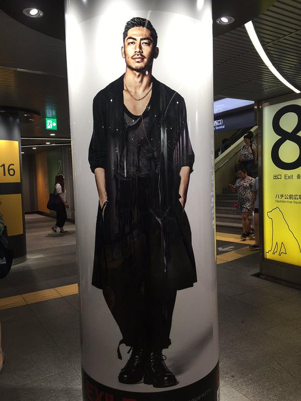 【画像】AKIRA|渋谷駅にEXILEの巨大ポスター&柱巻が期間限定で登場!.png