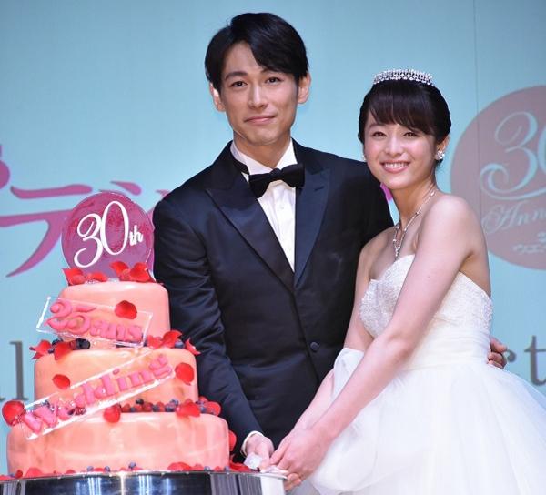 ディーン・フジオカと清野菜名がケーキ入刀!「25ansウエディング」創刊30周年イベント.png
