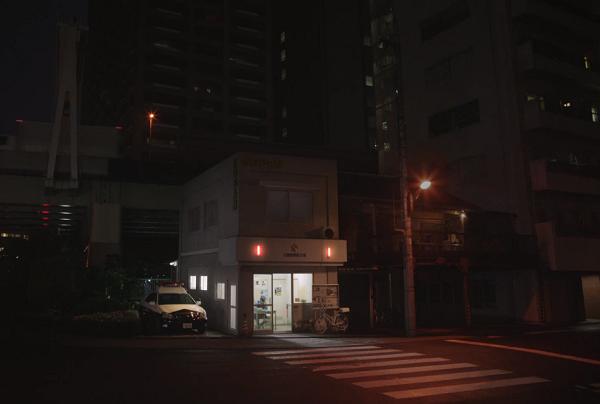 ボス新CMトミー・リー・ジョーンズ、永瀬正敏、窪田正孝が地球の平和を演じる.png