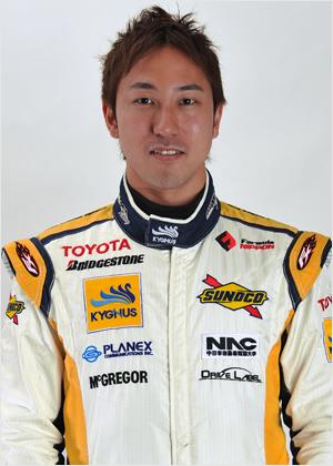 レーシングドライバーの石浦宏明.png