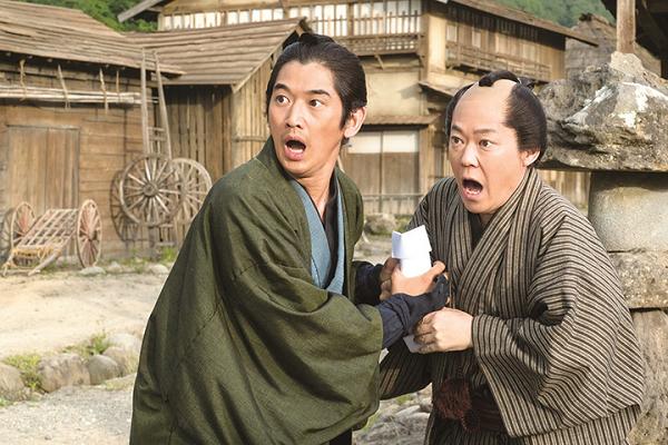 映画『殿、利息でござる!』劇中カット 阿部サダヲと瑛太 2016年5月14日公開.png