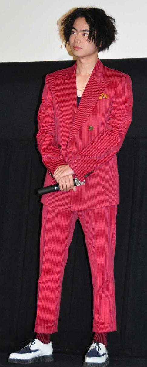 菅田将暉『二重生活』初日舞台挨拶で魅せたお洒落ファッションをチェック!.png
