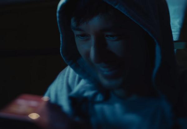 西島秀俊「日清ラ王」新CMは、夜中にケトルが「ピーーー!!」最大のピンチ!!.png